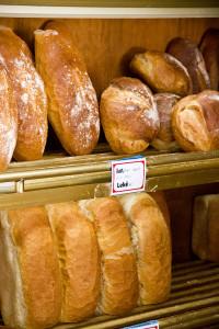 Direkt neben dem Hostel eine kleine Bäckerei mit dem für Albanien typischen Weißbrot. Roggen ist fast unbekannt.