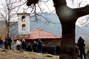 Vor dem Fest stand die Ostermesse in der kleinen Dorfkirche auf dem Programm.