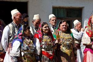 Die Folkloregruppe, wie sie in kleinerer Version auch zum Brotfest nach Rauris kommen soll.