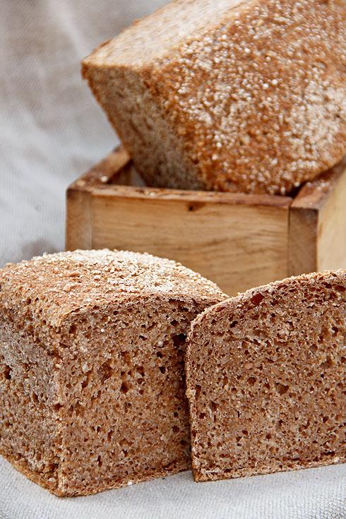 Saftig und mit Biss: Weizenschrotbrot