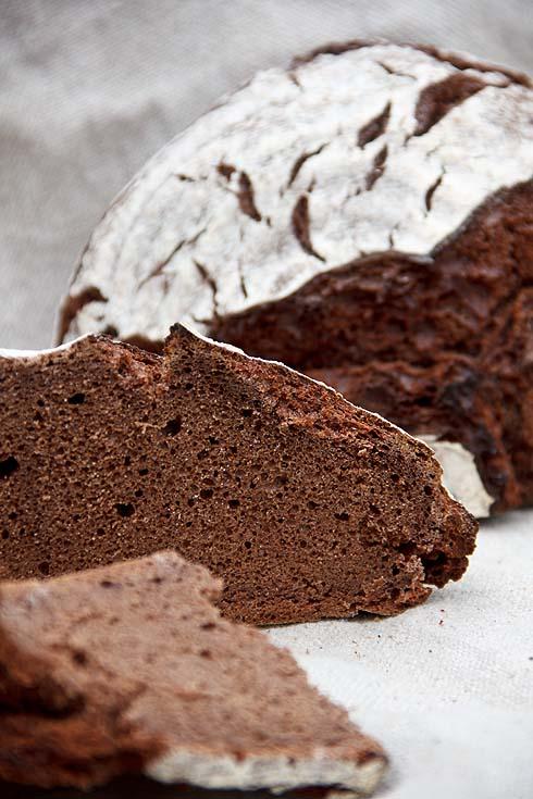 Der erste Versuch: zu fest und zu trocken, außerdem war der Schokoladenanteil noch zu hoch, der Geschmack dadurch zu herb.