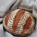 48-Stunden-Brot (Vergleich Keramikform vs. Backstein)