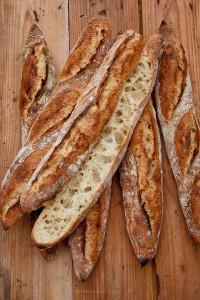 Grobporig und hoch aromatisch: Hüttenbaguette