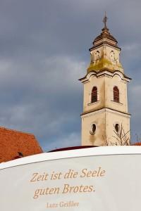 Turm der zum Kloster gehörenden Franziskanerkirche.