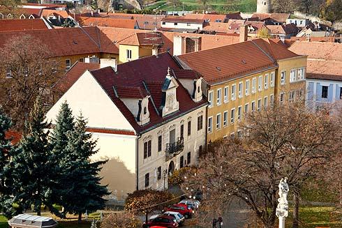 Der Altersruhesitz vom Graf, Dichter und Philosoph, heute Stadtbibliothek.