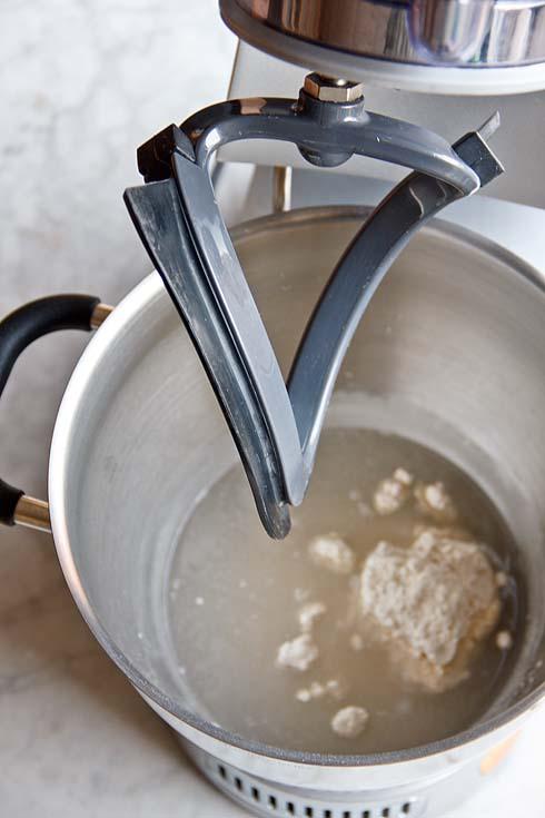 Die Zutaten für das Mehlkochstück vor dem Erhitzen.