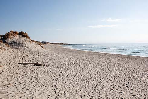Strand und Sonne. Der Strand ist immer da, aber das Wetter ist meistens durchwachsen.