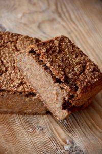 Das passiert mit einem Brot aus 100% gekeimten Roggen: Zu hohe Enzymatik = Klitsch.