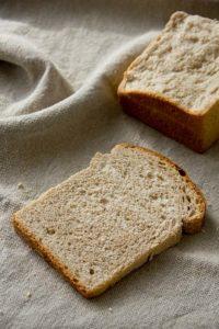 Fluffig, locker, ein wunderbares Frühstücksbrot: Kastenweißbrot mit gekochtem Sauerteig
