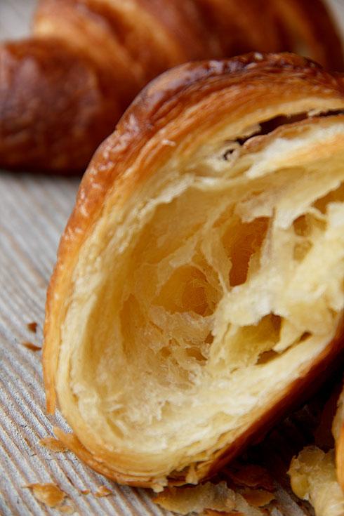 Voller Luft und buttrigem Geschmack: Croissant mit Poolish