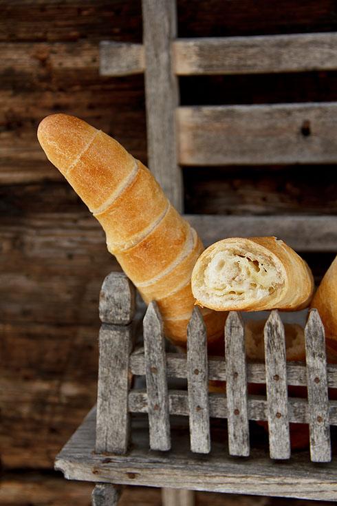 Ein Genuss ohne Belag: Knoblauch-Käse-Stangerl