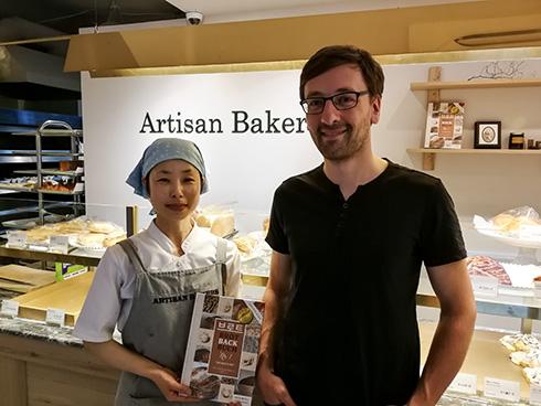 Seine Verkäuferin war früher Kundin bei ihm und verkauft nun selbst die Brote, die sie isst. Besser geht es nicht.