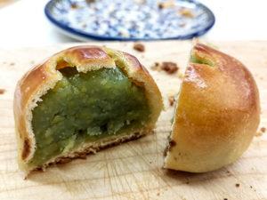 Typisch japanisches Süßgebäck mit süßer Bohnenpastenfüllung