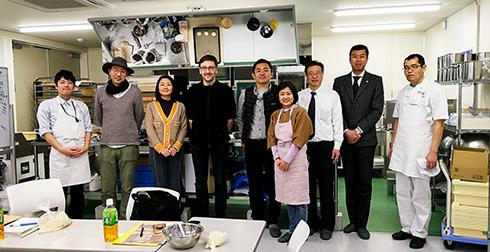 Herr Ihara, Chefbäcker der Backstube Zopf (rechts von mir), war auch bei Hoshino dabei
