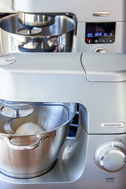 Kenwood Cooking Chef (hinten) vs. Kenwood Chef Elite (vorn)