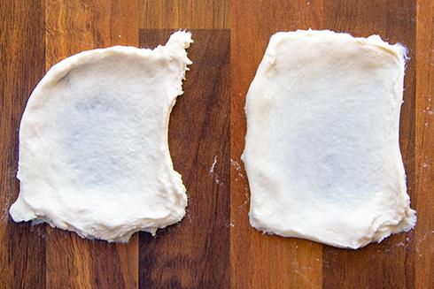 Die Teigentwicklung nach 5 Minuten Mischen und 10 Minuten Kneten (links CE, rechts CC).
